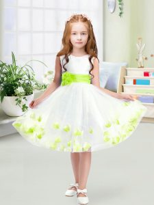 Knee Length Zipper Little Girls Pageant Gowns White for Wedding Party with Appliques and Belt