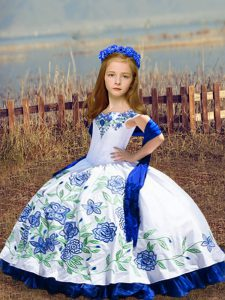 Charming Sleeveless Floor Length Embroidery Lace Up Girls Pageant Dresses with White