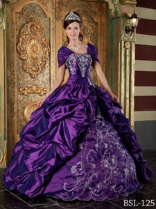 Popular Eggplant Purple Strapless Taffeta Quinceanera Dress with Embroidery