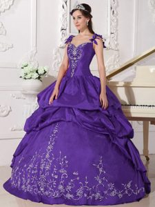 Straps Purple Ball Gown Taffeta Quinceanera Dresses with Pick-ups and Embroideries