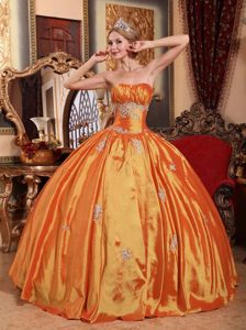 Ruched Sweetheart Orange Red Taffeta Quinceanera Dresses with Appliques for Cheap