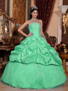 Cheap Apple Green Strapless Taffeta Sweet Sixteen Dress with Pick-ups and Appliques
