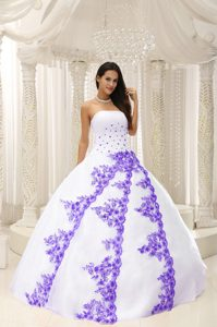 Beautiful White Strapless Ball Gown Beaded Quinceanera Dresses with Embroideries