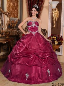 Wine Red Strapless Organza Quinceanera Dress with Appliques and Pick-ups