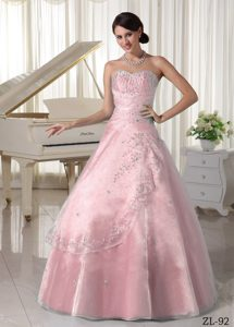 Discount Light Pink Organza Quince Gown Dresses with Sweetheart