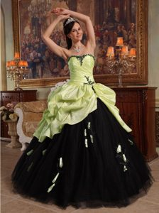 Heart Shaped Neckline Dress for Quince in Yellow Green and Black with Pick-ups