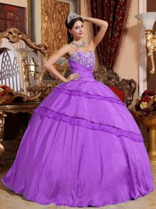 Heart Shaped Neckline Quinceanera Gown Dress with White Appliques in Fuchsia