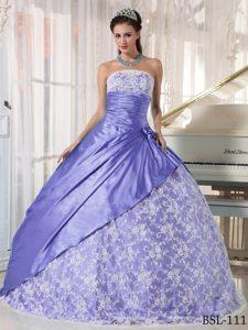 Romantic Lace Strapless Ball Gown Taffeta Quinceanera Dress in Light Purple