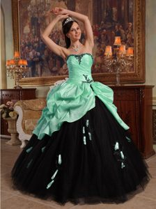 Apple Green and Black Sweetheart Quinceanera Dress with Appliques and Pick-ups