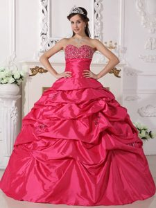 2013 Coral Red Sweetheart Taffeta Beading Ball Gown Sweet Sixteen Dresses
