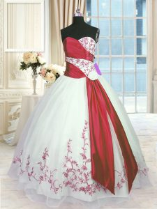 Sleeveless Floor Length Embroidery and Sashes ribbons Lace Up Quinceanera Gowns with White And Red
