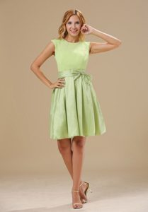 Yellow Green Scoop Taffeta Magnificent Dresses for Damas with Bowknot
