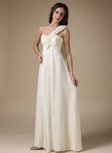2014 White One Shoulder Chiffon Dama Dress with Hand Made Flowers