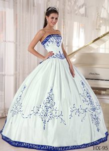 Discount Strapless Embroidered White and Blue Satin Dresses for Quince