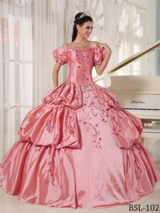 Off-the-shoulder Embroidered Sweet Sixteen Quinceanera Dress in Pink