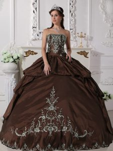 Brown Strapless Quinceanera Gown Dresses with Embroidery on Hot Sale