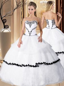 Best Selling White Ball Gowns Organza Sweetheart Sleeveless Beading and Embroidery Floor Length Lace Up 15th Birthday Dress